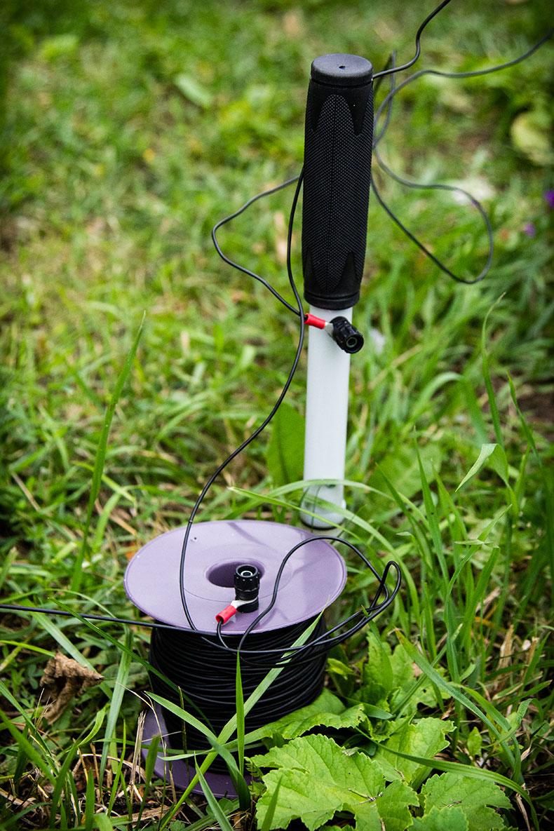 Медно-сульфатный переносной электрод сравнения ЭМС - 0,4 и соединительный изолированный гибкий провод длиной не менее 100 м